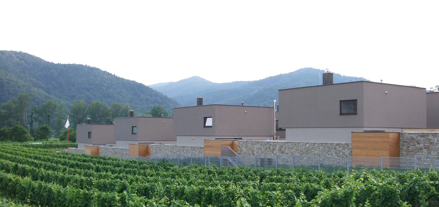 Wohnbau an die Umgebung angepasst,